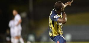 Após marcar 2 gols, Usain Bolt fica surpreso com exame antidoping na Austrália
