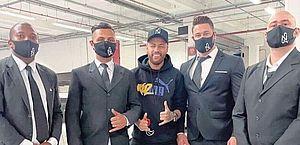 """Sósia de Neymar aparece rodeado de seguranças e """"trolla"""" shopping em São Paulo"""