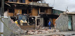 Imóvel que pegou fogo no Inocoop é demolido