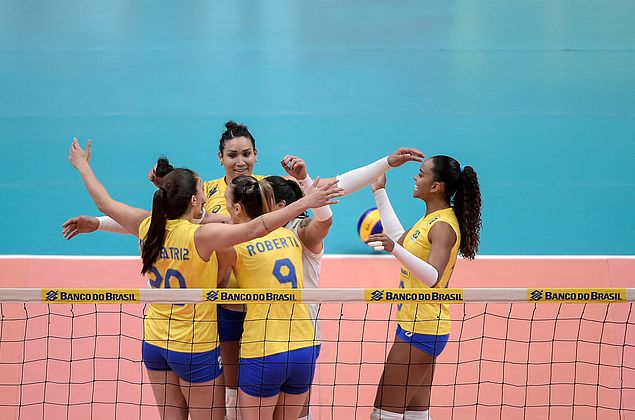Brasil leva susto, mas bate México em Mundial feminino de vôlei
