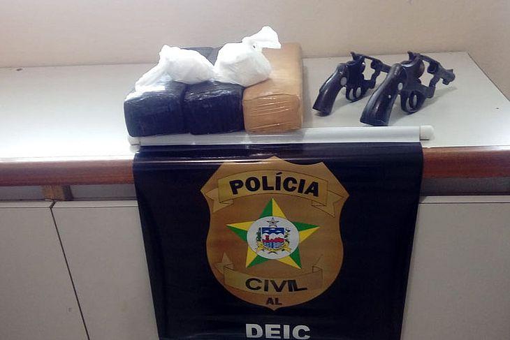 Material apreendido pelos policiais