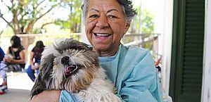Hospital no DF organiza encontro para paciente e cachorro matarem a saudade