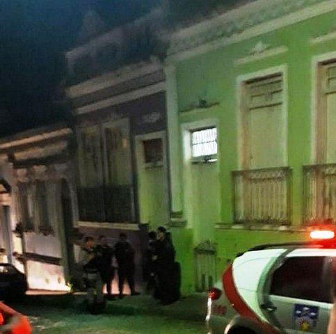 Os corpos estavam dentro da casa em que as vítimas residiam