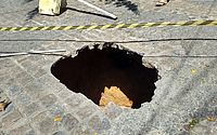 Rompimento de galeria de água pluvial abre buraco e preocupa moradores do Pinheiro