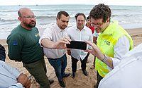 Em Alagoas, ministro diz que plano é retirar óleo que aparecer na costa
