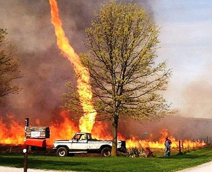 'Coluna de fogo' foi registrada morador da Califórnia