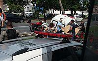 Quatro pessoas ficam feridas após ambulância bater em poste na Avenida Fernandes Lima