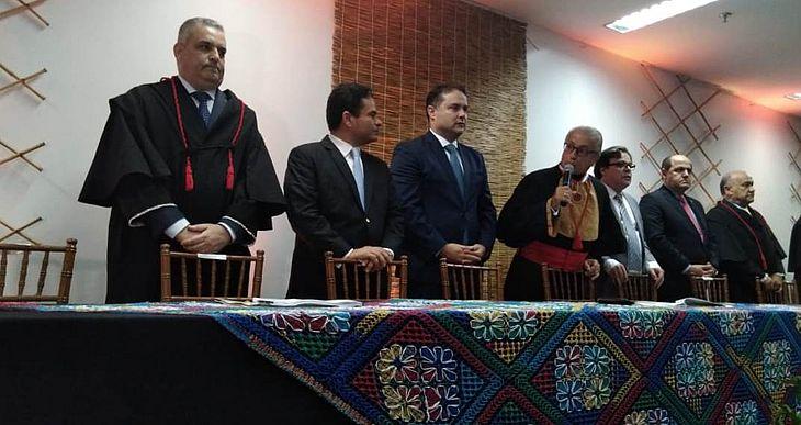 Alfredo Gaspar (à esquerda) durante a cerimônia de posse