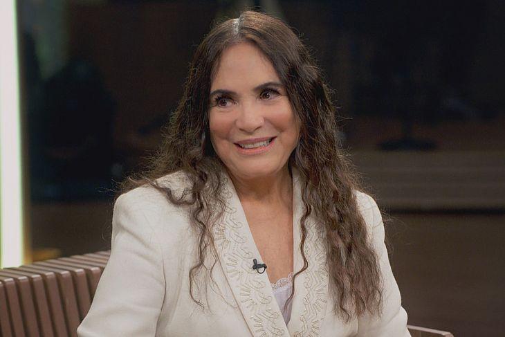Atriz Regina Duarte toma posse na Secretaria da Cultura
