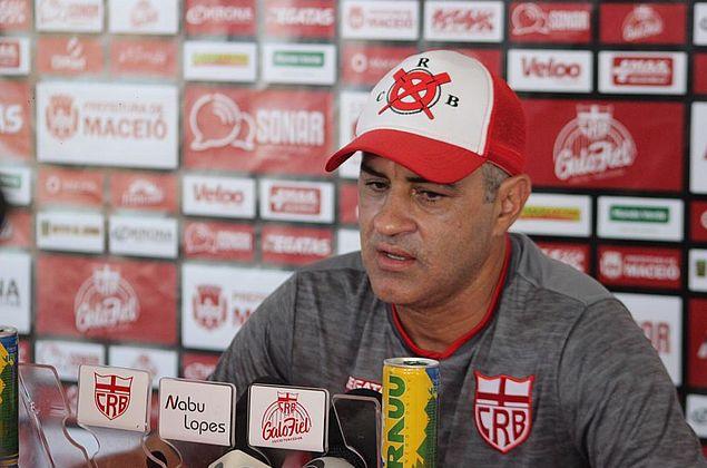 """Chamusca reforça correções no CRB e afirma: """"Fator motivação tem peso muito grande"""""""