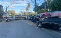 Suspeito de assalto é preso após bater em dois carros durante a fuga