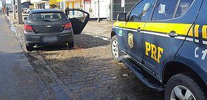 Motorista de aplicativo é preso rodando com carro roubado em Rio Largo