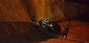 Carro cai em túnel em construção no viaduto da PRF, em Maceió