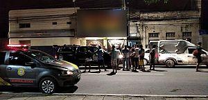 Vídeo: jovem é assassinado a tiros dentro do carro no Centro de Maceió