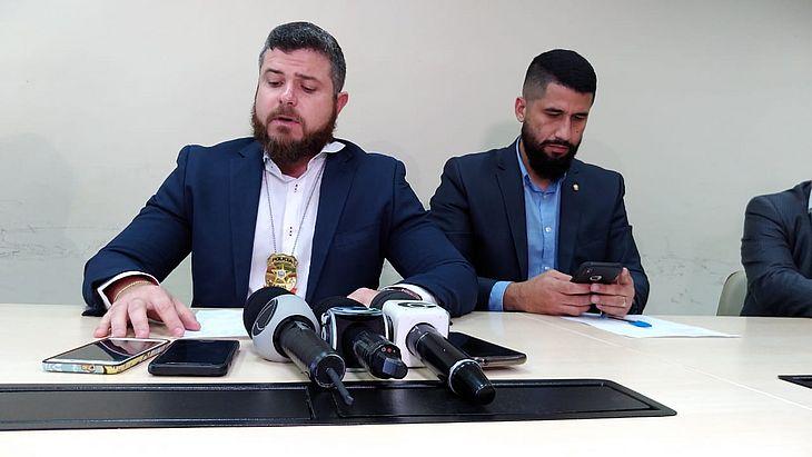 Os delegados Thiago Prado e Fábio Costa participaram das investigações