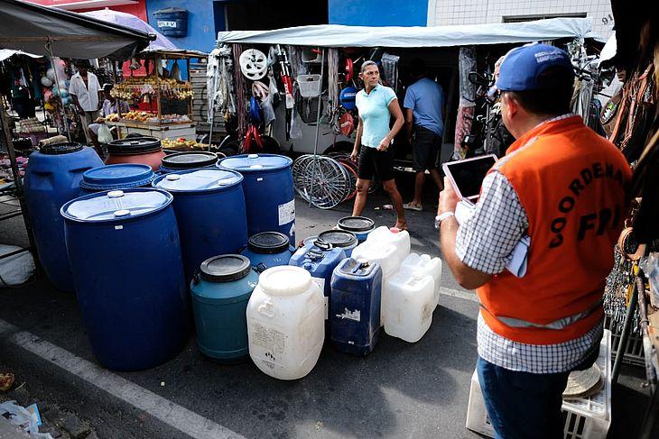Prefeitura foi multada em R$ 12 mil por falta de condições sanitárias na feira municipal