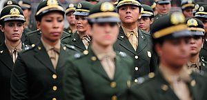 Permissão para que mulheres prestem serviço militar aguarda análise no Senado