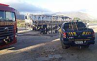 Ônibus que transportaria funcionários de empresa pega fogo na Grande Fortaleza