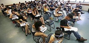 A de médico 24 horas no Consórcio Intermunicipal SAMU Oeste, estado do Paraná, paga 9.645,22 reais