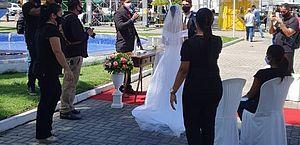 Setor de eventos realiza casamento simbólico para cobrar flexibilização de restrições
