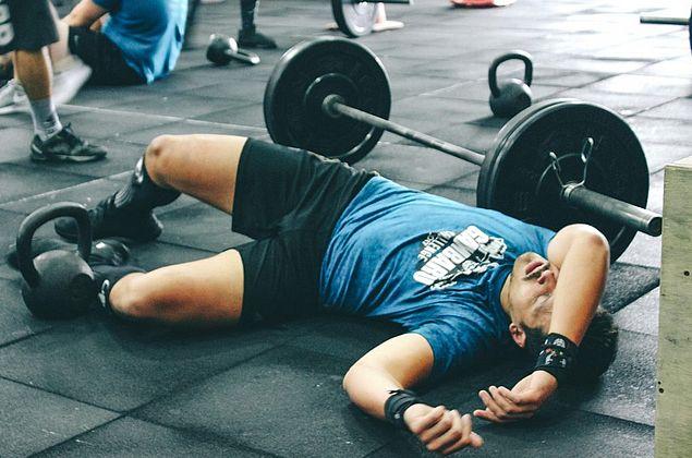 CrossFit emagrece, mas pode causar lesões