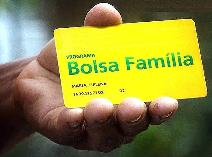 Para saber em que dia sacar o benefício, a família deve observar qual é o último algarismo do NIS que está impresso no cartão do Bolsa Família.