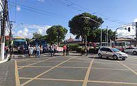 Grupo protesta contra a Veleiro e bloqueia a faixa azul da Fernandes Lima