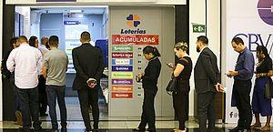 Governo define lotéricas e igrejas como atividades essenciais