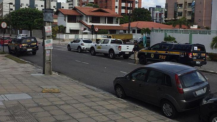 Polícia cumpre mandados da Operação Calvário, em João Pessoa