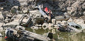 Oito carros retirados de lago em pedreira têm queixa de roubo ou furto