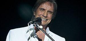 Rei música brasileira, Roberto Carlos completa 80 anos; relembre a história do cantor
