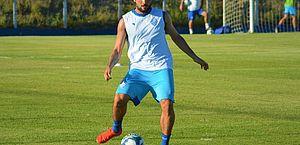 Em nota, CSA informa que lateral Norberto está de saída para o Cruzeiro