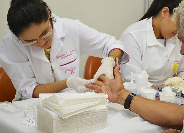 Os testes rápidos fazem parte de um conjunto de ações em alusão ao Dezembro Vermelho, mês de luta contra o HIV/AIDS