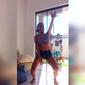Mulher tem casa invadida por desconhecido enquanto gravava vídeo dançando