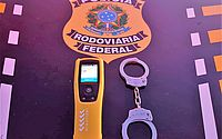 PRF flagra motorista alcoolizado e outro com comprimidos de 'rebite' na BR-101