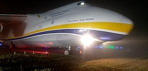 Avião cargueiro sai da pista em pouso no Aeroporto de Guarulhos
