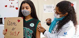 Após recebimento de nova remessa de doses, a Prefeitura de Maceió retoma hoje vacinação para adolescentes