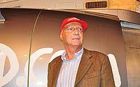 Pilotos prestam homenagem a Niki Lauda
