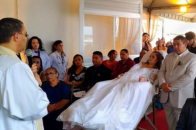 Vídeo: paciente com câncer terminal realiza sonho e se casa no hospital em Maceió