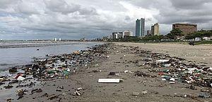 Lixo em praia de Maceió
