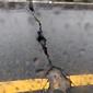 Rachadura preocupa motoristas que precisam passar pela via