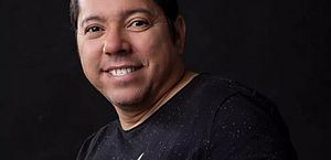Louro Santos, cantor e compositor, morre de Covid-19 aos 49 anos
