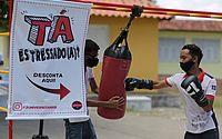 Água, orações, e até saco de pancada; grupos tentam tranquilizar candidatos do Enem