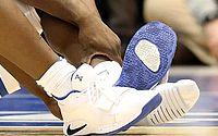 Ações da Nike caem após incidente com tênis rasgado durante jogo de basquete