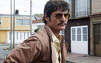Pedro Pascal, interpreta Javier Peña, agente do Departamento Antidrogas dos Estados Unidos
