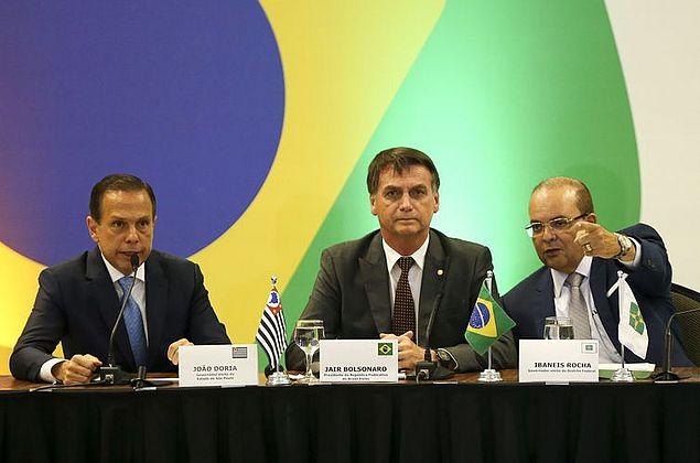 Aceno de Bolsonaro para apoio financeiro agrada a governadores eleitos