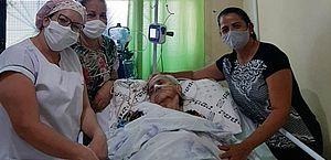 Paciente com 90 anos vence luta contra a covid-19 em Maceió