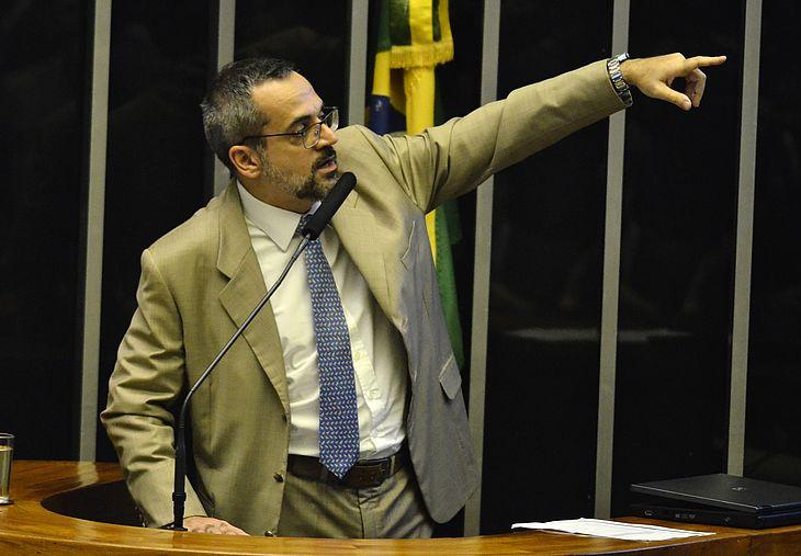 Abraham Weintraub, ministro da Educação, fala no plenário da Câmara dos Deputados sobre cortes de verbas na Educação e nas Universidades, nesta terça, 15, em Brasilia .