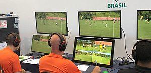 Experiência e tecnologia: árbitros trabalham em transição para o VAR