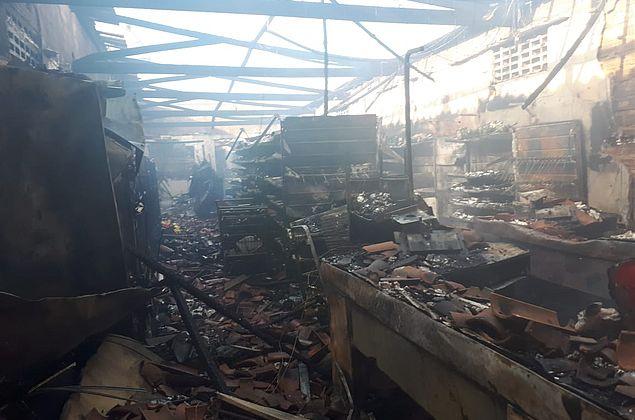 Vídeo: incêndio em árvore de natal destrói supermercado em Arapiraca